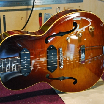 Leone-parlor-hollow-body-yohann-koch-luthier-guitar-3