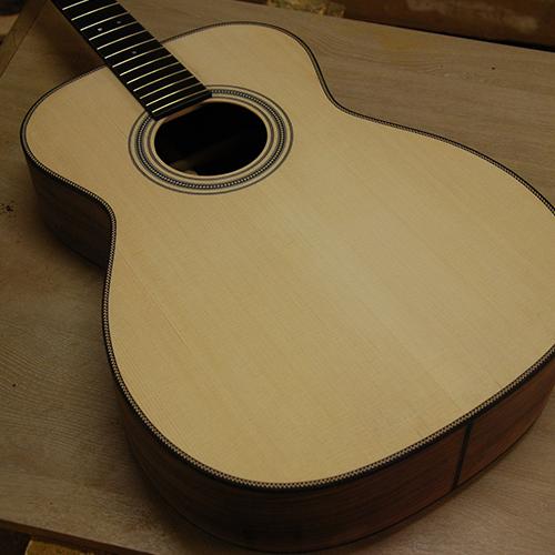 000 om guitare acoustique folk y koch yohann luthier parlor guitar acoustic beziers narbonne herault